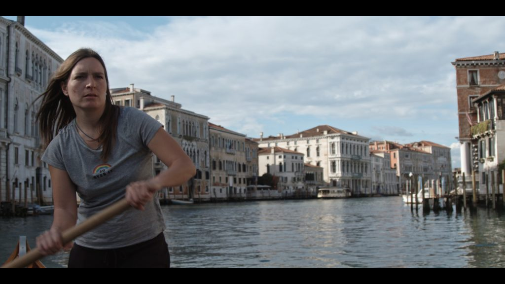 Molecole di Andrea Segre - ragazza in barca